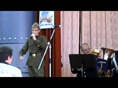 видео: Геннадий Пономарев Поклонимся великим тем годам.avi
