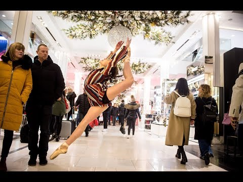 10 Minute Photo Challenge Distracts Holiday Shoppers at Macy's