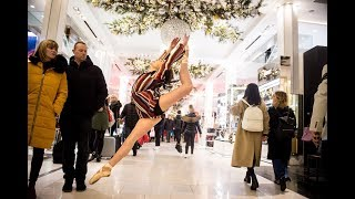 10 Minute Photo Challenge Distracts Holiday Shoppers at Macy's thumbnail