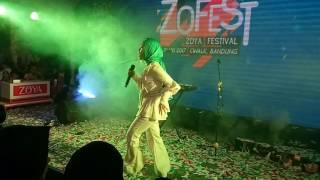 Video Fatin Shidqia Lubis - Grenade (Zoya Festival 2017) download MP3, 3GP, MP4, WEBM, AVI, FLV Februari 2018