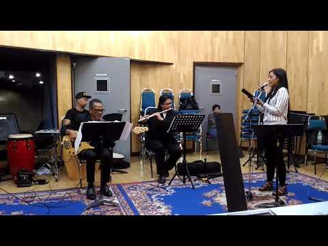 Dayang Nur Faizah memang suara telan kaset..mantap vokalnya!!
