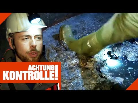 Knietief in der Sch****! Kanalarbeiter machen sauber! | Achtung Kontrolle | kabel eins