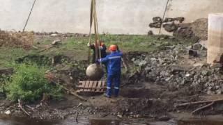 Кто смог уронить два 300-килограммовых шара на новом мосту через Барнаулку