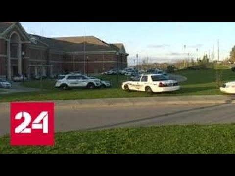 Жертвой стрельбы в школе Алабамы стала 17-летняя девушка - Россия 24
