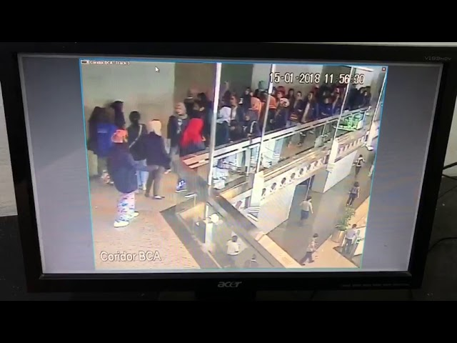 Rekaman CCTV Video 02, Detik-detik Ambruknya Selasar Gedung BEI - Breaking News 15/01