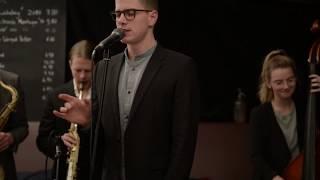 Live-Swing.com: Vocals // Maximilian Höcherl - Tu vuo fa l'americano