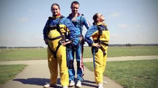 Мой первый прыжок с парашютом - Skydiving tandem 2012(Первый прыжок с парашютом кинорежиссёра Зарины Арчаковой в 2012 году Прошла обучение спортсменов-парашютис..., 2017-02-24T12:35:20.000Z)