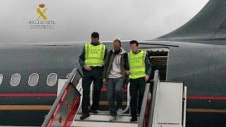 شاهد.. لحظات اعتقال السلطات الإسبانية لمشتبه بانضمامه لداعش