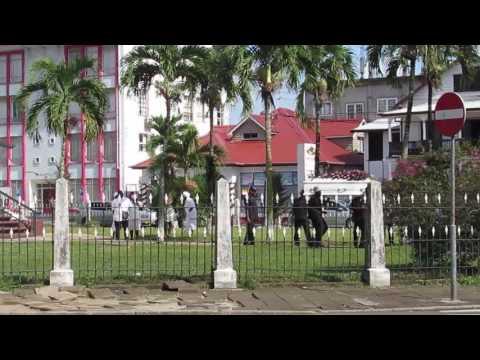 Funeral feliz en la iglesia murivia de Paramaribo (Happy funeral)