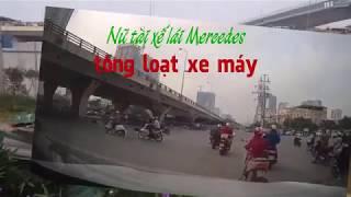 Nữ tài xế lái Mercedes tông loạt xe máy