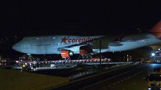 شاهد.. سحب طائرة بوينغ متقاعدة إلى مقرها الأخير في فناء فندق بهولندا…