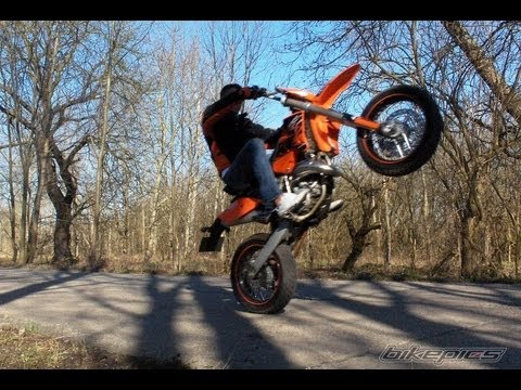 aprilia rs 125 ktm exc 125 supermoto wheelie movie youtube. Black Bedroom Furniture Sets. Home Design Ideas