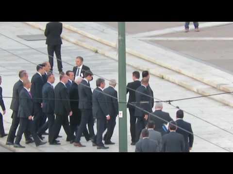 Mahmoud Abbas visita Monumento Soldado Desconhecido em Atenas