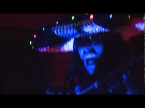 Metalachi performs a live cover of Run to the Hills (Iron Maiden). Loco!