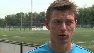 Trainer Jon Dahl Tomasson spreekt over zijn nieuwe speler