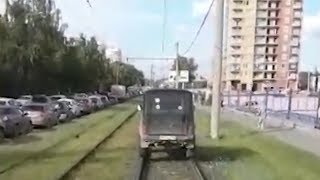УАЗик объехал пробку по поверхности рельсов. Real video