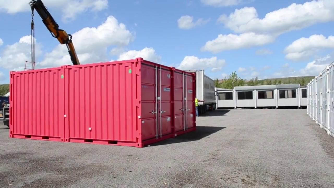 Déchargement De 36 Containers Maritimes Goliat