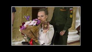 Смотреть видео Семья обратилась к Путину за помощью Баракат прибыл в Санкт-Петербург из Сирии онлайн