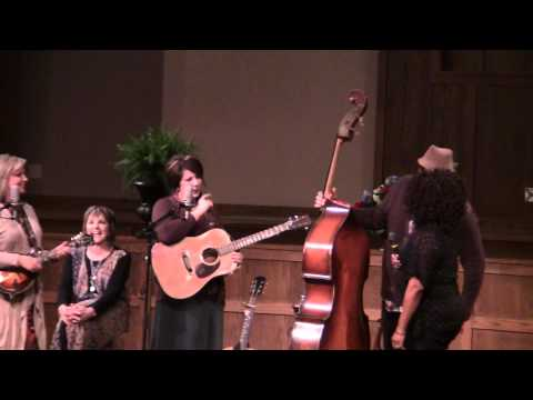The Isaacs sing with Lynda Randle God On The Mountain