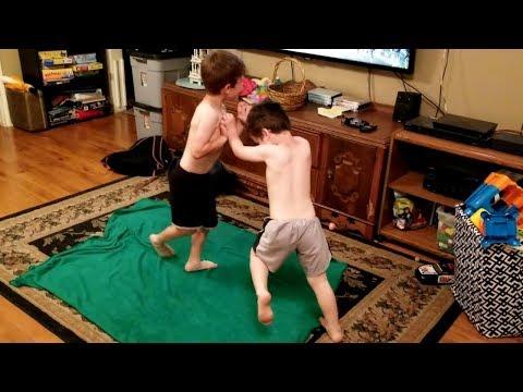My Boyfriend Caught Me Creeping On My Step-Brother | Gay Thriller | 'The Dark Place'Kaynak: YouTube · Süre: 10 dakika11 saniye
