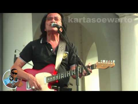 Andaikan Kau Datang - Koes Plus (Kotatua, Jakarta Live 2012)