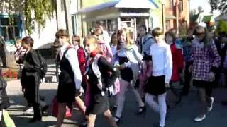 Суджа Открытие Парка. Школьники идут