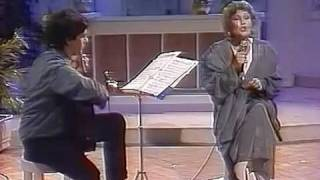 Dimitriadi & Grigoreas play Hadjidakis - MIRIZEI O KOSMOS GIASEMI [Μυρίζει ο κόσμος γιασεμί]