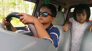 anak kecil stir mobil,extrem bangett..😀