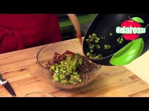 farro-saltato-con-zucchine,-semi-di-zucca-e-pomodori-essiccati