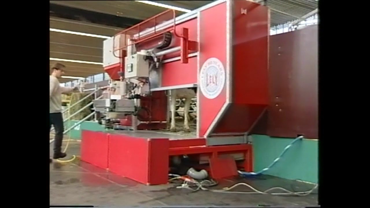 First live demonstration of the Lely Astronaut - 1999