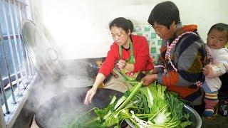农村婆婆种的菜品种多,儿媳每样摘点,混在一起炒,你们吃过吗