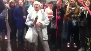 Бабуля отожгла на день молодежи в сокольниках