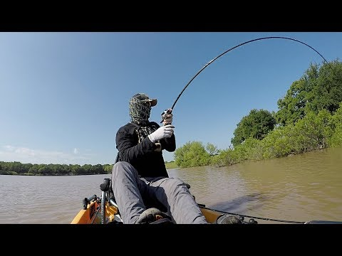 Flipping BIG Bass UP CLOSE in Kayaks