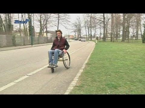 Un fauteuil roulant tout chemins alsace youtube - Fauteuil roulant chenille ...