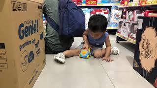 Kid chơi trong Con Cưng Shop Mẹ & Bé