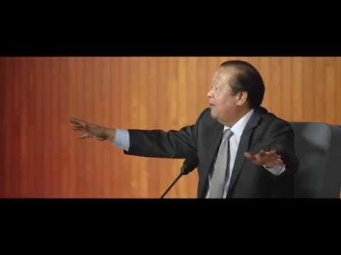 Prem Rawat in Long Beach, California, Oct. 2013 -- PC1377 Lo