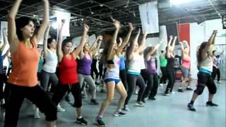 zumba fitness class with mooran hasta que salga el sol