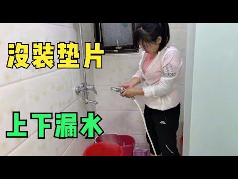 网购户外洗澡神器,没装好就拿到卫生间试用,呲一身水把小微乐坏了
