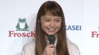 女優の宮崎あおいさんが3月21日、東京都内で行われたキッチン用洗剤「Fr...