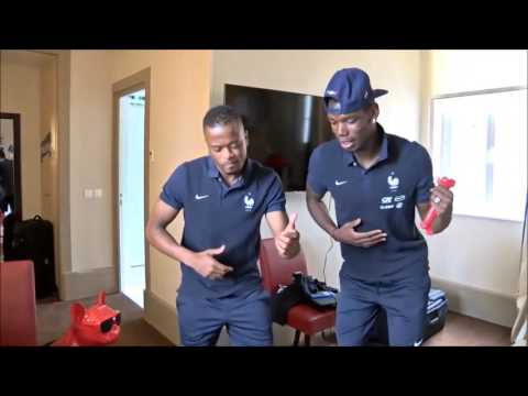 Paul Pogba et Patrice Evra dansent