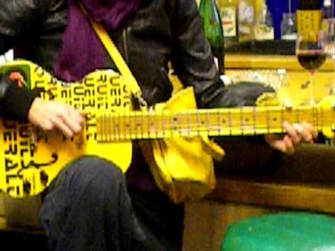 "Saturday's Organic Food Store Jam - Klangbox Guitar ""The Yell"""