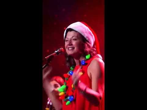 Amy Grant 'Rocking Around The Christmas Tree'