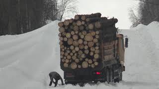 Все дороги упали Пятница на 13-е. 9 часов один рейс на Урале лесовозе.