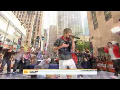 Justin Bieber - Somebody To Love (Live on Today Show) [06.04.flv