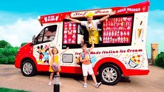 Дети Играют В Вагончике Мороженого