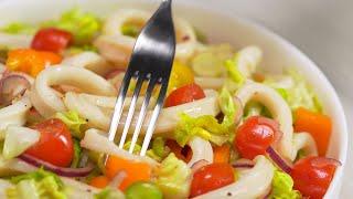 Аппетитно, очень вкусно и необычно. Теплый салат с кальмарами и овощами. Рецепт от Всегда Вкусно!