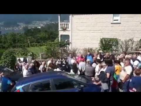 Concentración para defender la casa del portavoz de Salvemos Vilaboa