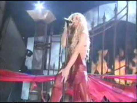 Shakira Performing Ojos Asi