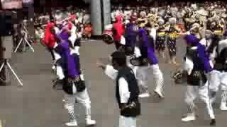 町田エイサー祭り一日目の演舞です。 隊形移動が面白かったです。