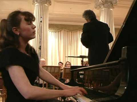 Ivetta Irkha plays 3rd mov of Mozart piano concerto 17.avi